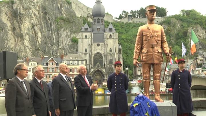 Dinant la statue de charles de gaulle pr sent rig e mat l - Office du tourisme de dinant ...